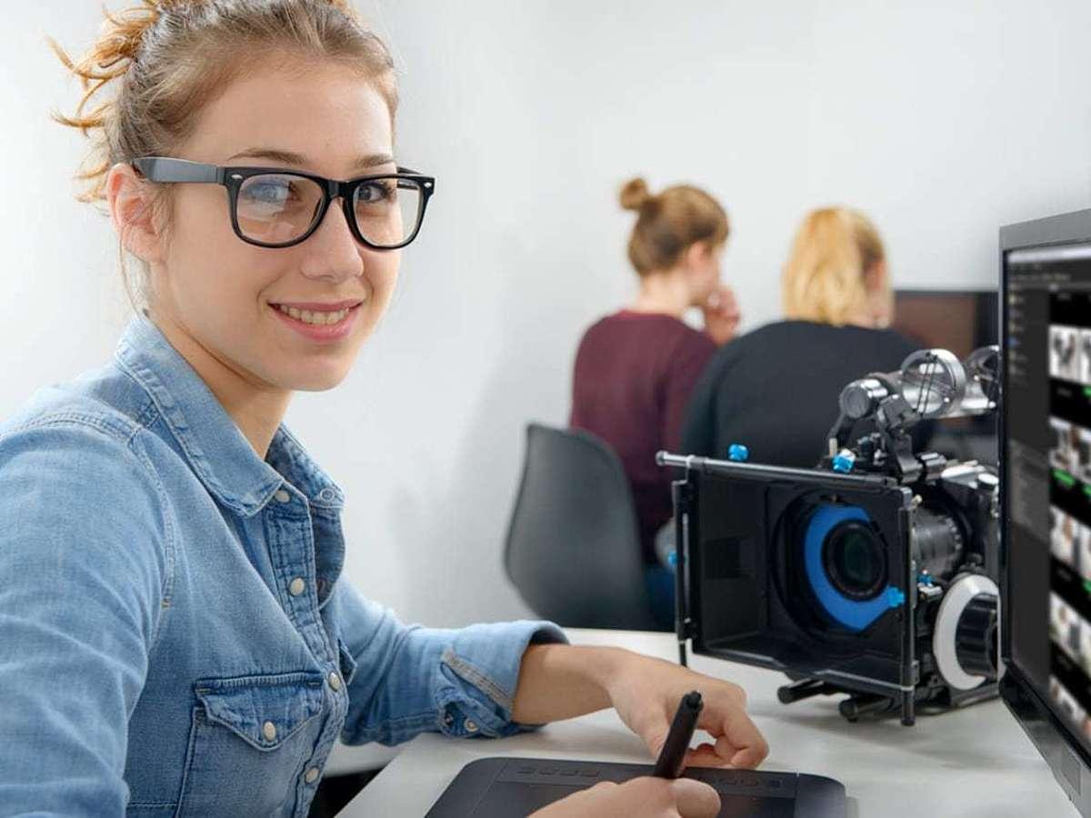 「中小企業も動画活用の時代!動画制作会社に依頼するメリットとは」の見出し画像
