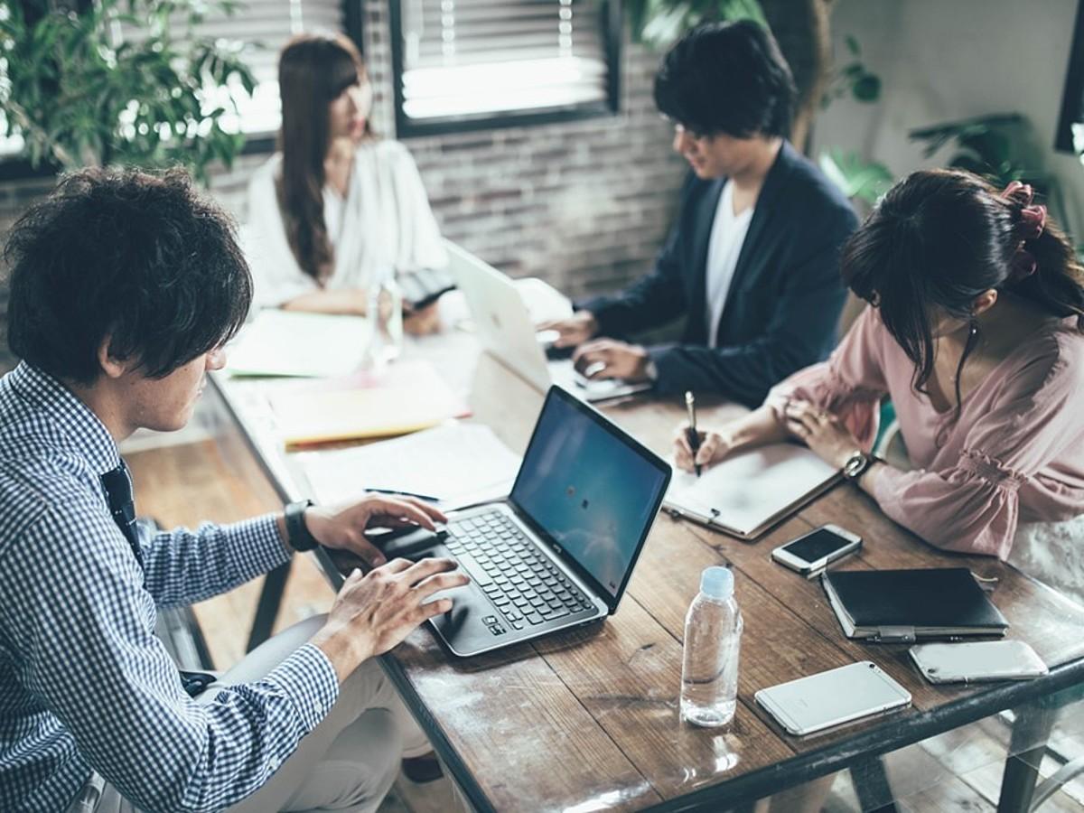 「テレビ会議・Web会議システムとは?違いと種類、比較のポイント」の見出し画像