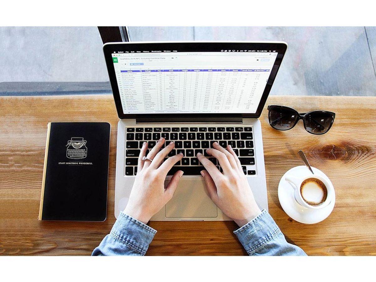 「Excel(エクセル)でプルダウンリスト(ドロップダウンリスト)を作成する方法&応用設定」の見出し画像