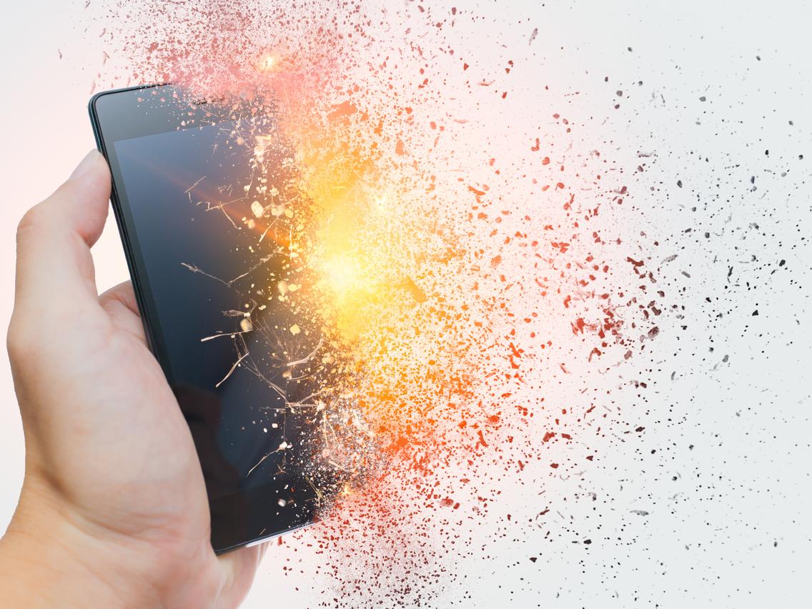 ネット炎上の火種「誤爆」とは?Twitterで実際にあった事例と3つの防止策を紹介