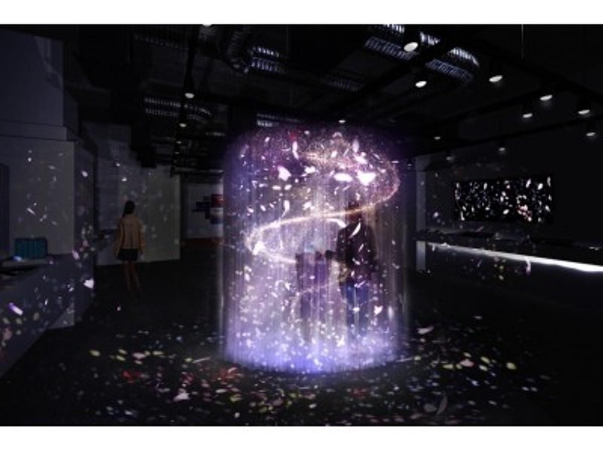 「 夏限定!話題のスマートフォンのショールームにNAKEDの演出エリアが登場!」の見出し画像