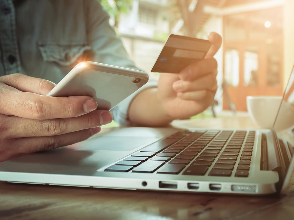 「ユーザーの44.3%が企業アカウントの投稿から商品購入経験あり!消費者庁によるSNS利用状況調査のポイントを解説」の見出し画像