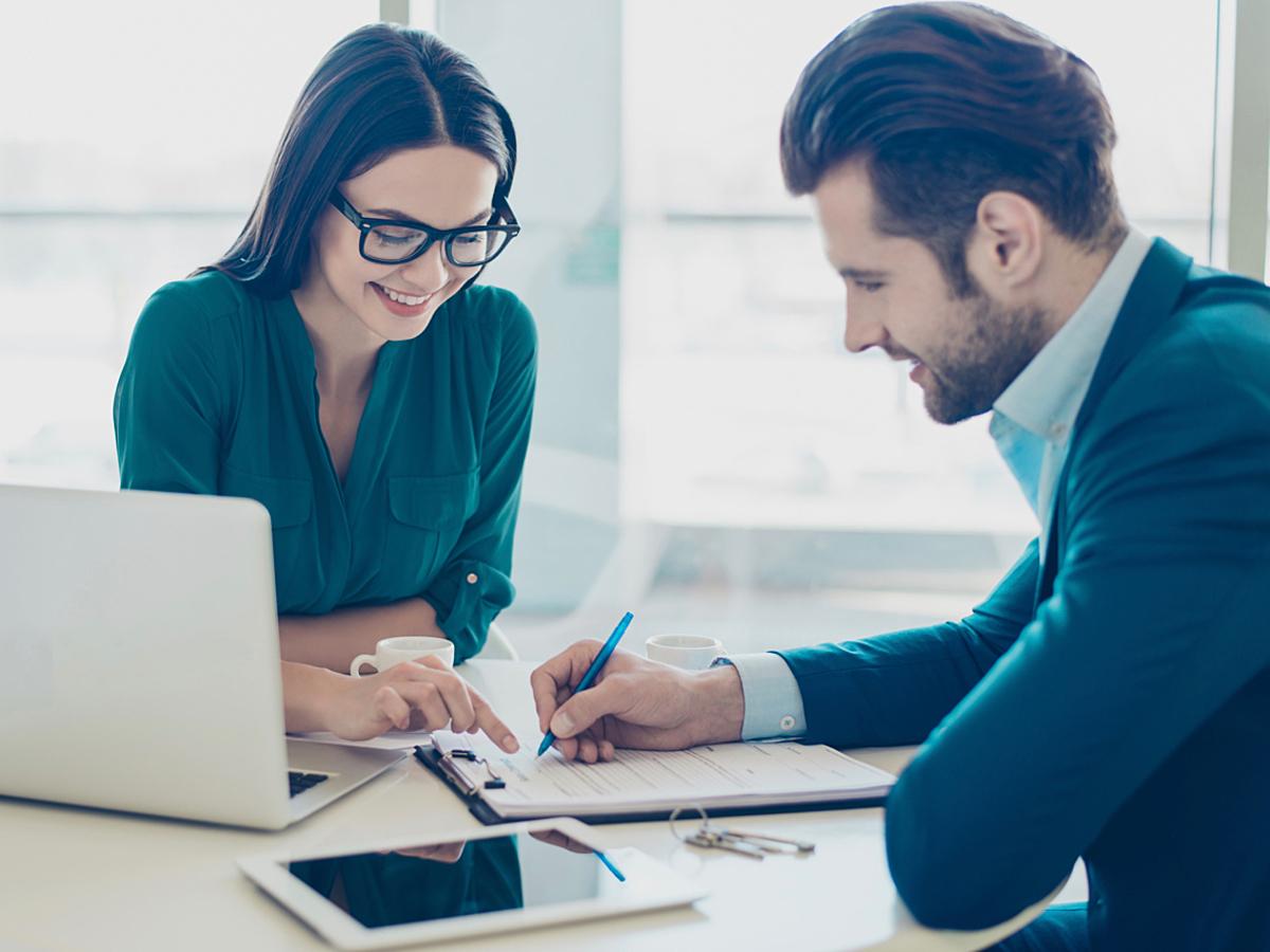 「企業が「コンサルタント」を活用するメリットとは?依頼する時にチェックすべきポイントを解説」の見出し画像