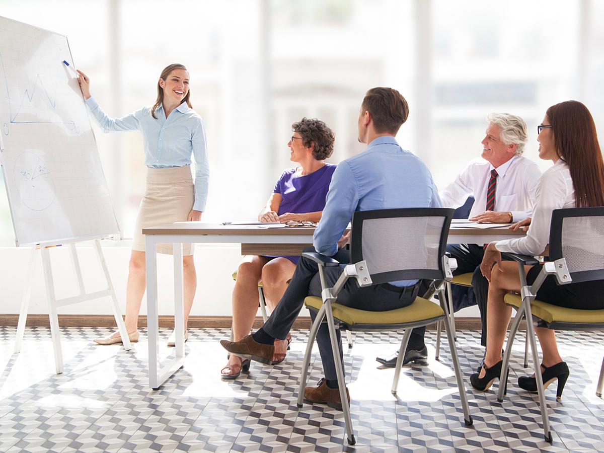 「新卒や中途入社の社員研修を効率化!自社の実務に合わせた教材が利用できるeラーニングサービス7選」の見出し画像