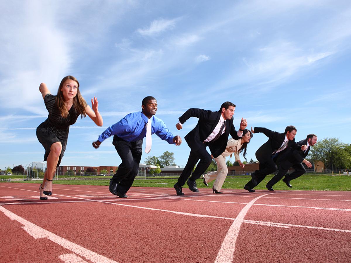 「CRMからグループウェアまで主要な営業ツールの特徴と導入する上で確認すべきポイント」の見出し画像
