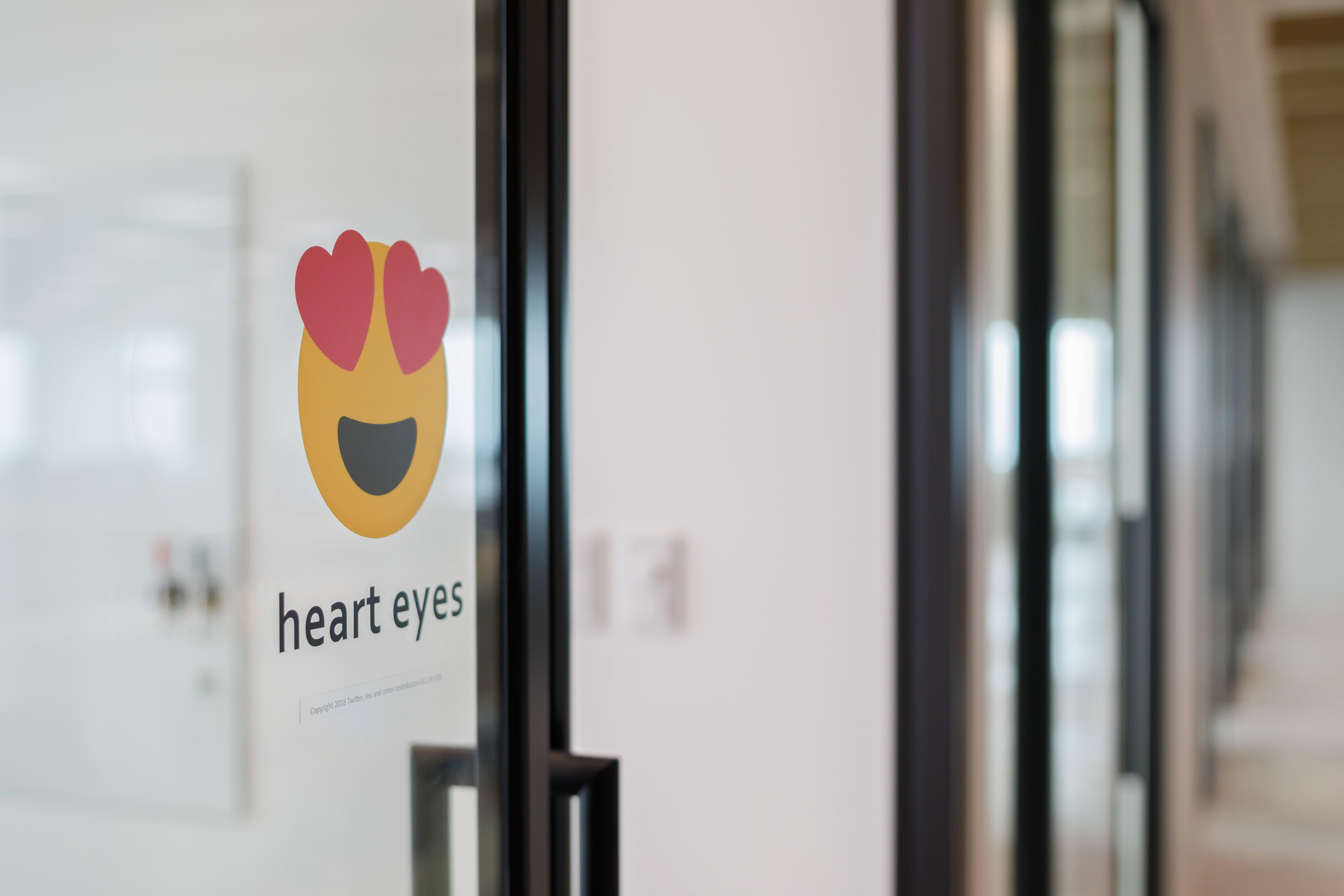 [39F]heart eyes-min.jpg