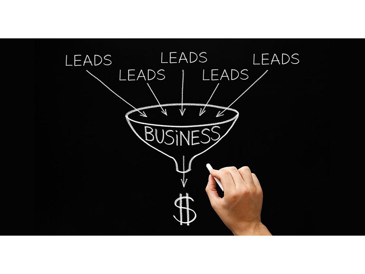 資料「コンテンツマーケティングを活用したBtoB事業のリード獲得ガイド」の表紙画像